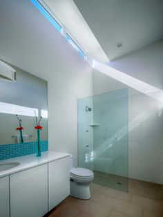 Bright Sparkling House Supported by Luxurious Lamp Decoration : Bright Modern Bathroom White Vanity Lido Shores Residence