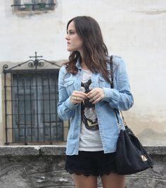 Falda negra + camisa tejana
