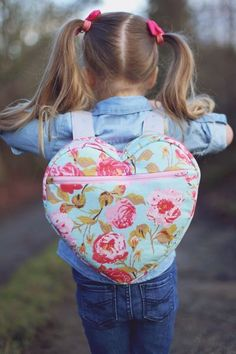 Sewing Patterns Heart Backpack Free Pattern - Sew Much Ado // Fabric: Chatsworth designed by Emily Taylor for Riley Blake Designs Sewing Patterns Free, Free Sewing, Sewing Tutorials, Free Pattern, Pattern Sewing, Sewing Projects, Diy Projects, Sewing Diy, Pattern Ideas