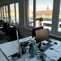 Abendstimmung im neuen Büro #ausblick #abendstimmung #sunset #büroalltag #martincolorfrankfurt #schönenabend #rödelheim #wasserturm #hallofrankfurt #meinschreibtisch Frankfurt, Innovation, Home, Water Tower, Ad Home, Homes, Haus, Houses