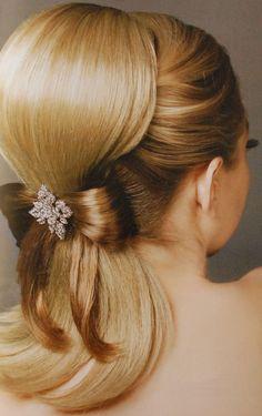 Tendencia del corte de pelo de novia con cola de caballo para la Mujer