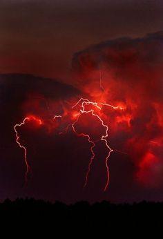 Red Lightning, Lightning Strikes, Lightning Storms, Aesthetic Colors, Aesthetic Pictures, Aesthetic Dark, Red Aesthetic Grunge, Aesthetic Drawings, Night Aesthetic