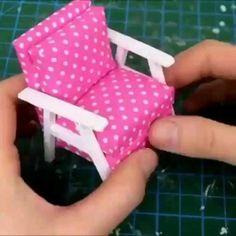 Diy Crafts Hacks, Diy Crafts For Gifts, Diy Home Crafts, Craft Stick Crafts, Doll House Crafts, Doll Crafts, Barbie House Furniture, Barbie Dolls Diy, Paper Crafts Origami