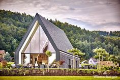 Strong statement by the Winzerhaus - winery Wutte in the south of Styria - take a look at the breathtaking facade - did you see what the used for the facade? Wine Bar Restaurant, Clay Roof Tiles, Timber Buildings, Brick Architecture, Facade, Gazebo, New Homes, Outdoor Structures, House Styles