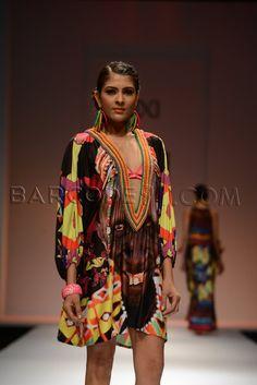Multi printed tunic. Barcelona Fashion, Indian Outfits, Kimono Top, Shops, Tunic, Printed, Wedding Dresses, Board, Stuff To Buy