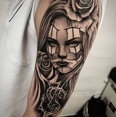 Celebrate Life and Death With These Awesome Day of the Dead .- Celebrate Life and Death With These Awesome Day of the Dead Tattoos Dia de los Muertos tattoo © Sweden Gothia Ink 💖💖💖💖💖 - Chicano Tattoos Sleeve, Chicano Style Tattoo, Tattoo Style, Best Sleeve Tattoos, Top Tattoos, Body Art Tattoos, Girl Tattoos, Chicanas Tattoo, Skull Girl Tattoo