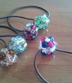 簡単!ビーズでヘアゴムの作り方|ビーズ小物|ビーズ Bead Jewellery, Resin Jewelry, Jewelry Art, Bow Pillows, Beaded Crafts, Diy Hair Accessories, Girls Jewelry, Beaded Rings, Bead Weaving