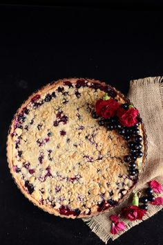 As Summers end is approaching make the most of its bounty whilst you still can with a blackcurrant crumble tart. Currant Recipes, Currant Berry, Pie Crumble, Pudding Pies, Pastry Cake, Cute Cakes, Big Cakes, Sweet Tarts, Pie Dessert