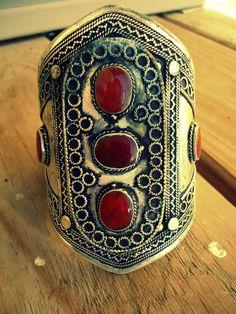Very Old Real Pashtun Tribesman Cuff van ZamarutJewel op Etsy, $59.99