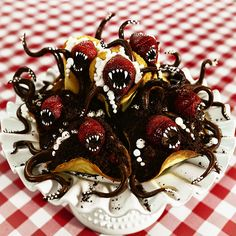 Delightfully Monstrous Pastries by Christine McConnell - Halloween Desserts Halloween Desserts, Halloween Food For Party, Halloween Treats, Alien Halloween, Creepy Halloween Food, Spooky Food, Halloween Chocolate, Halloween Halloween, Chocolate Custard