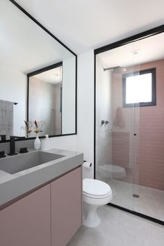 Bathroom: Paint or coat outside the box? See the most suitable solution for ., Bathroom: Paint or coat outside the box? See the most suitable solution for your project. Pink bathroom designed by Studio 92 Arquitetura. Bad Inspiration, Bathroom Inspiration, White Marble Bathrooms, Décor Boho, Shower Remodel, Home Design Plans, Bathroom Interior, Bathroom Box, Inspired Homes