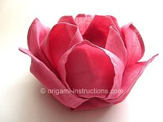 Lotus Napkin Folding Comments by Vera Lessa - #Origami, flor de lotus, papel de seda, tutorial.