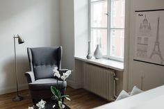 Odenplan fotölj lampa fönster djup fönsterbräda