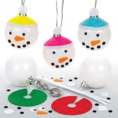 Snowman Bauble Kits These snowman baubles will look adorable on your tree. Each kit contains metallic bauble, self-adhesive felt pieces and silver cord. 6 assorted colours. Size 5cm.