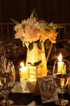 centro de mesa con peonias y ornitogalum