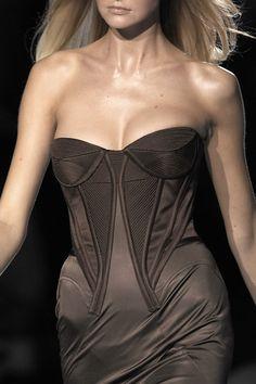 Versace at Milan Fashion Week Spring 2007 - Livingly
