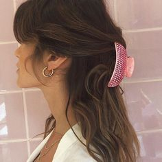 Half hair with flowers My Hairstyle, Messy Hairstyles, Pretty Hairstyles, Beauty Tips For Hair, Hair Beauty, Hair Inspo, Hair Inspiration, Tousled Hair, Vogue