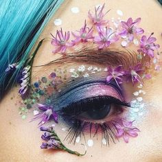 """flowartstation: """" Ellie Costello A garden view-Self-taught make-up artist covers her eyelashes and lids in real flowers to create stunning beauty looks. Eye Makeup Art, Eye Art, Cute Makeup, Pretty Makeup, Beauty Makeup, Eyeshadow Makeup, Makeup Goals, Makeup Inspo, Makeup Inspiration"""