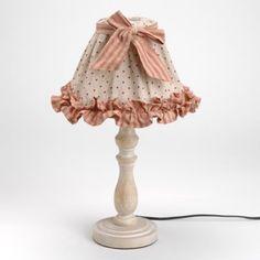 Lampe déco Mathilde Déco cosy Intérieur de charme Lumière d'ambiance, lampe à poser pied bois. Abat-jour tissu pois et rayures, rehaussé nœud en tissu rayé. Sur une commode, un petit meuble, cette lampe apporte une touche déco très chaleureuse ! Shabby Chic Lamps, Shabby Chic Cottage, Lamp Shades, Light Shades, Country Lamps, Lace Lamp, Chabby Chic, Chandelier Lamp, Decoration