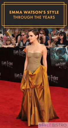 """Emma Watson in a Bottega Veneta corset dress for the """"Harry Potter and the Deathly Hallows: Part premiere. What a beautiful gown! Emma Watson Estilo, Cool Braid Hairstyles, Charlotte, Glamour, Red Carpet Fashion, My Idol, Strapless Dress Formal, Amazing, Beautiful People"""