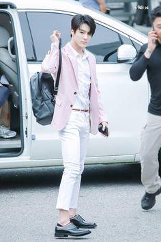 Lee Jeno [End] Jeno Nct, Nct 127, Fanfiction, Wattpad, Nct Taeyong, Na Jaemin, Kpop, Airport Style, Airport Fashion