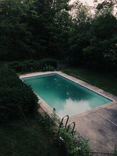 Big splash bbw  in a pool