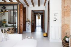 A Modern Renovated Spanish Home with Beautiful Tile Floors Scandinavian Style, Spanish Apartment, Bohemian Apartment, Barcelona Apartment, Gravity Home, Spanish House, Spanish Colonial, Modern Rustic, Rustic Style