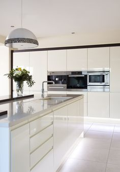 Sleek lines with this white gloss handleless kitchen and Silestone worktops. S Modern Kitchen Cabinets Gloss handleless Kitchen Lines Silestone Sleek White worktops White Modern Kitchen, Home Decor Kitchen, Kitchen Decor, White Kitchen Design, Contemporary Kitchen, Home Kitchens, Kitchen Diner, Handleless Kitchen, Kitchen Living