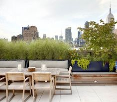 Elegant rooftop terrace in Chelsea by WE design #roofgardens