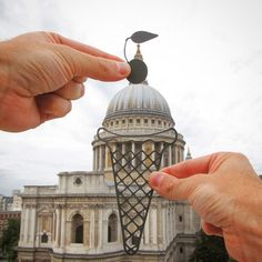 British Photographer Remodels World Famous Architecture Using Paper Cutouts and Forced Perspective Forced Perspective, Famous Architecture, Famous Landmarks, Famous Buildings, Creative Artwork, Foto Art, Cool Walls, Optical Illusions, Les Oeuvres