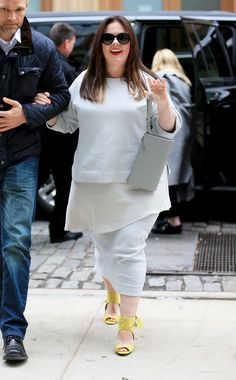Plus size clothes online. melissa mccarthy wows with her latest street style ensemble Look Plus Size, Plus Size Women, Melissa Mccarthy Clothing Line, Curvy Girl Fashion, Plus Size Fashion, Casual Chic, Moda Feminina Plus Size, Fashion Vestidos, Plus Zise