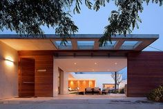 Resultado de imagem para portao garagem e social de madeira