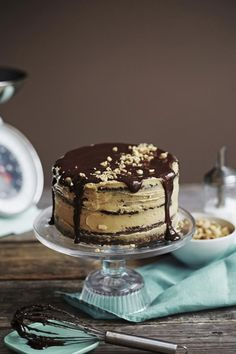 Paras resepti ikinä: Snickers-kakku http://www.cosmopolitan.fi/artikkeli/lifestyle/paras_resepti_ikina_snickers_kakku