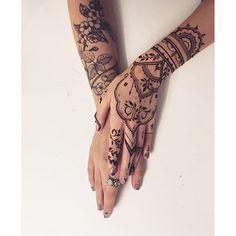 Floral #tattoo + oriental #henna glove = LOVE #Veronicalilu… by @veronicalilu - Square Pics