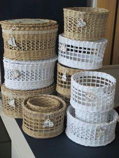 Crochet basket and wicker models for craftsmen Newspaper Basket, Newspaper Crafts, Rope Basket, Basket Weaving, Baskets On Wall, Wicker Baskets, Diy Desktop, Magazine Crafts, Paper Weaving