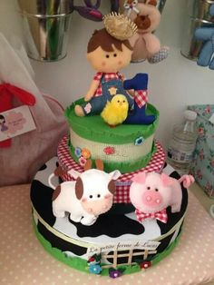 Bolo fazendinha Farm Animal Party, Farm Party, Barnyard Cake, Felt Cake, Zoo Birthday, Western Parties, Farm Theme, Fake Food, 1st Birthdays