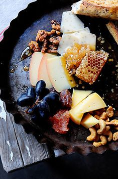 Gourmet cheese, fruit and honeycomb snack platter, i could use a little of this right now! My absolute fave at Rosewood Resort! Feta, Gourmet Cheese, Fancy Cheese, Wine Cheese, Goat Cheese, Snack Platter, Do It Yourself Food, Snacks, Appetizer Recipes
