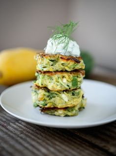 Zucchini Fritters Recipe with dill, feta and tzatziki sauce. A Greek spin on our favorite fritters ! Whole Food Recipes, Cooking Recipes, Healthy Recipes, Family Recipes, Delicious Recipes, Tapas, Dill Recipes, Recipes With Tzatziki Sauce, Steak Recipes