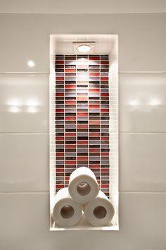 bathroom design  by dana shaked נישה מיוחדת לנייר טואלט בחדר האמבטייה בעיצוב דנה שקד