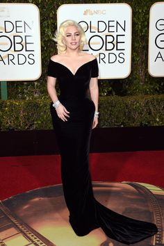 Golden Globes Lady Gaga in a Versace gown and Brian Atwood heels. Award Show Dresses, Golden Globes 2016, Versace Gown, Strapless Dress Formal, Formal Dresses, Red Carpet Gowns, White Gowns, Brian Atwood, Glitz And Glam