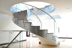 spindeltreppe glasgeländer-modern innenarchitektur