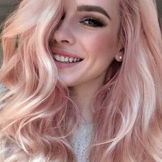 Blorange Hair Looks - Strawberry blonde hair trend with long wavy hair Blond Rose, Blonde Rose Gold Hair, Cabelo Rose Gold, Blorange Hair, Emo Hair, Girl Hair, Hair Dye, Wavy Hair, Pastel Pink Hair