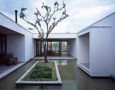 Zhu'an Residence is designed for Painter Zhong Meng and his wife in Xizhou Town, Dali. The site is located on the eastern edge of a village, next to fields, covering an area of 800m2. In common with the inward-looking character of traditional courtyard...