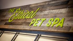 Liqui's shop design and build for Browns Natural Pet Store created an environment more like a retail experience than the usual pet shop design. Dog Grooming Salons, Pet Spa, Retail Interior Design, Country Shop, Dog Store, Contract Furniture, Bespoke Furniture, Store Design, Custom Items