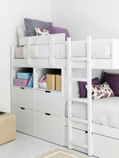 Bunk beds- bunks are offset which means you can minimize the height since when you're in the bottom bunk only your legs go under the top bunk. Bunk Beds Small Room, Girls Bunk Beds, Bunk Beds Built In, Kid Beds, Small Rooms, Girl Room, Girls Bedroom, Bedroom Decor, Kura Bed