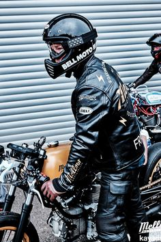 Cafe racers, scramblers, street trackers, vintage bikes and much more. The best garage for special motorcycles and cafe racers.
