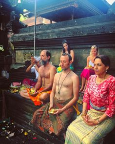 Saying our prayers and setting our intentions for the Aries New Moon Water Purification Ceremony. . #bali #newmoon #ceremony #intention #intentions #prayer #prayers #ritual #rituals #temple #travel #explore #yoga #trynewthings