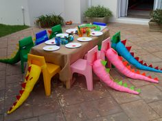 Rabos de dinossauro nas cadeiras para a festa ficar ainda mais divertida 🙂 Dinosaur tails on the chairs for the party to be even more fun :] Dragon Birthday, Dragon Party, Dinosaur Birthday Party, 4th Birthday Parties, Birthday Fun, Birthday Ideas, Dinosaur Party Costume, Birthday Chair, Third Birthday