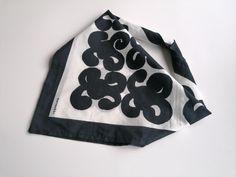 Marimekko Finland Keidas vintage black and white   Etsy Antique Collectors, Antique Stores, Antique Items, Vintage Items, Vintage Pins, Vintage Decor, Etsy Vintage, Vintage Shops, Bohemian Accessories