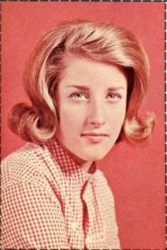 Lesley Gore - Teen Screen - September 1964 - Wallet Pic - p49 Muse Music, Lesley Gore, 1960s Style, 1960s Fashion, Vintage Magazines, Woman Crush, Wednesday, Singers, Hair Makeup
